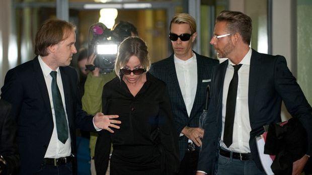 Gina-Lisa Lohfink Anfang Juni in Berlin in Begleitung von Florian Wess und ih...