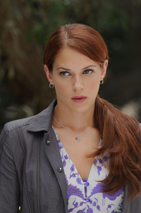 Bei der Aufklärung eines Mordes wird Patrick Jane als Geisel genommen. Grace (Amanda Righetti) macht sich Sorgen um ihn .... - Bildquelle: Warner Bros. Television