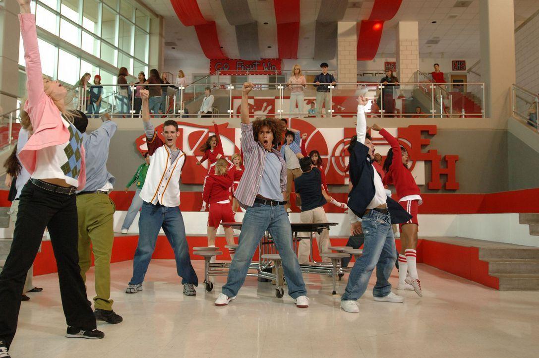 Chad (Corbin Bleu, M.) im Status Quo-Fieber ... - Bildquelle: The Disney Channel