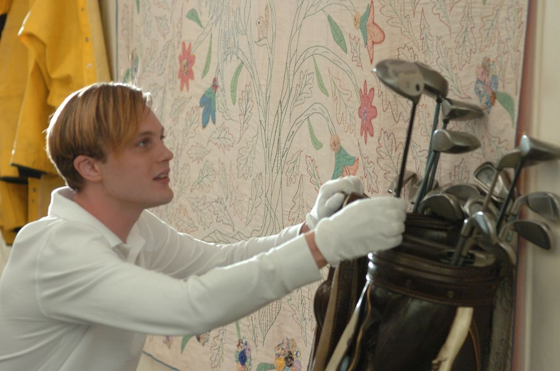 Vom Golf-Equipment ist Paul (Michael Pitt) hellauf begeistert. Den Schläger will er auch gleich mal ausprobieren - allerdings auf seine ganz eigene... - Bildquelle: 2008 Warner Brothers