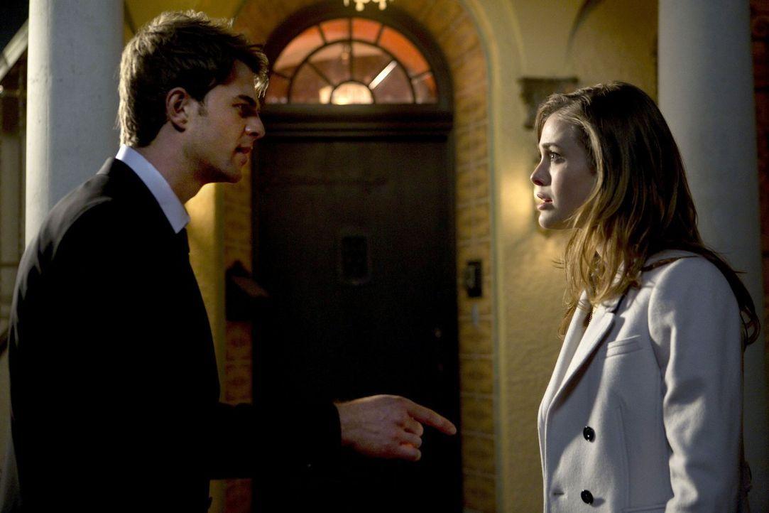 David Lassiter (Nathaniel Buzolic, l.) sucht das Gespräch mit seiner Ex-Freundin Violet Durant (Melissa Roxburgh, r.). Doch kann und will sie ihm he... - Bildquelle: 2013 Warner Brothers