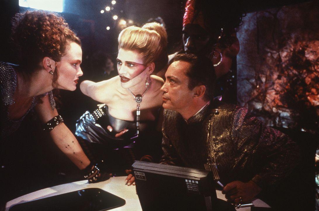 Die Loteks, Ralphy (Udo Kier, r.), Yomamma (Falconer Abraham, M.) und Jane (Dina Meyer, l.), haben eine eigene Methode der Datenübertragung entwick... - Bildquelle: 20th Century Fox