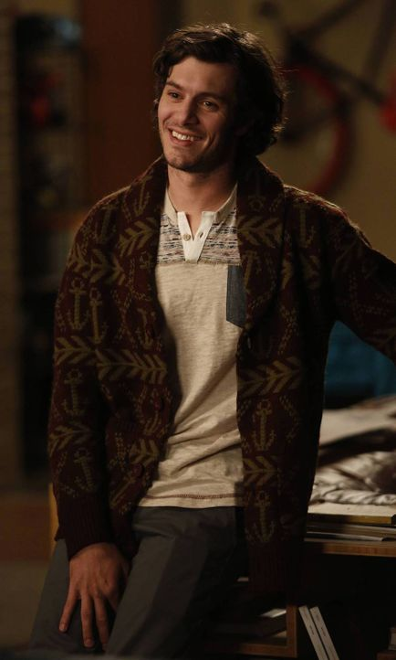 Kurzerhand tritt Jess' Exfreund Berkley (Adam Brody) zurück in ihr Leben und bringt jede Menge Ärger mit ... - Bildquelle: 2014 Twentieth Century Fox Film Corporation. All rights reserved.