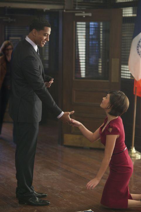 Wird die zufällige Begegnung von Heather (Nicole Gale Anderson, r.) und Darius (Christian Keyes, l.) am Valentinstag Folgen haben? - Bildquelle: 2013 The CW Network. All Rights Reserved.
