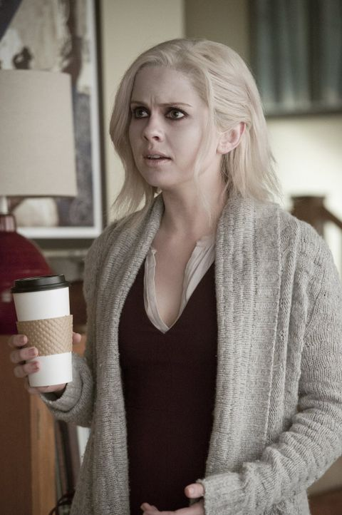 Verzweifelt versucht Liv (Rose McIver) damit zurechtzukommen, dass sie von Major gefriendzoned wurde ... - Bildquelle: Warner Brothers