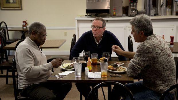 In Cleveland trifft sich Anthony Bourdain (r.) mit Senator und Restaurantbesi...