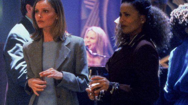 Renée (Lisa Nicole Carson, r.) ist wie so oft zusammen mit Ally (Calista Floc...
