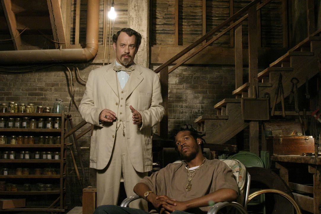 Als Untermieter bezieht Professor Dorr (Tom Hanks, l.) ein Zimmer im Haus einer alten Dame. Angeblich will er mit seinen Freunden (Marlon Wayans, r.... - Bildquelle: Touchstone Pictures. All rights reserved