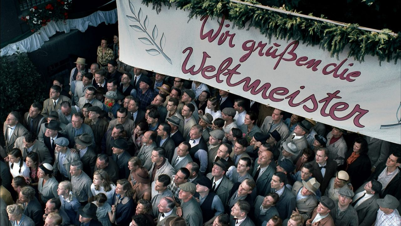 Begeistert werden die Helden von Bern in der Heimat empfangen ... - Bildquelle: Senator Film