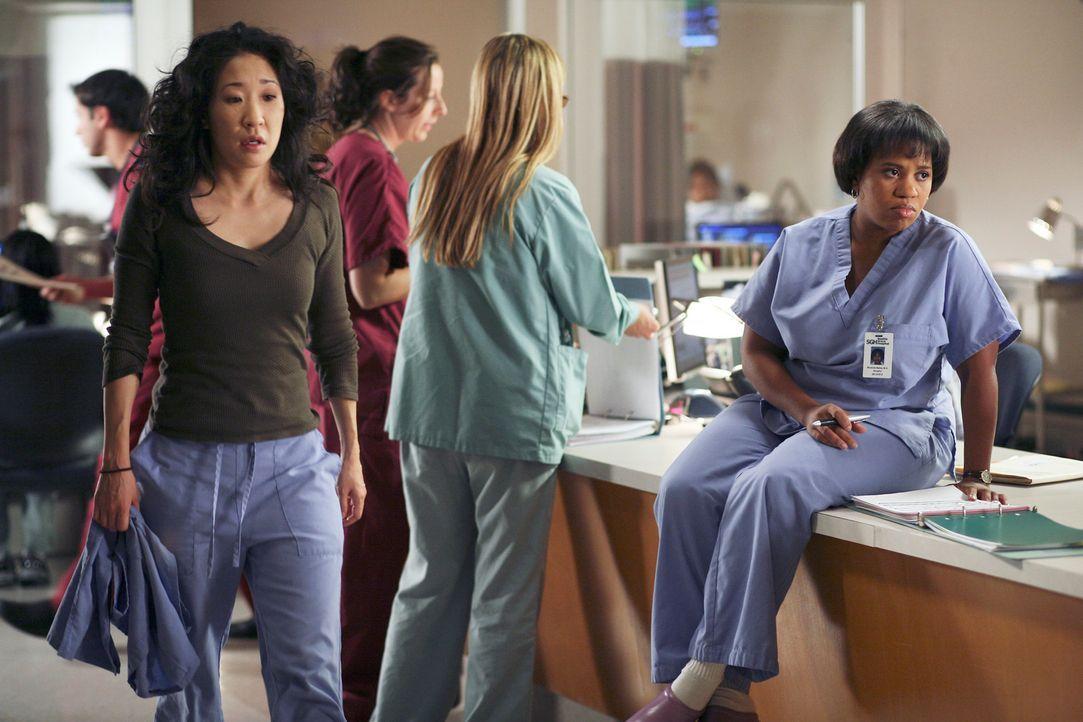 Ahnt Cristina (Sandra Oh, l.) was sie erwartet? - Bildquelle: Touchstone Television