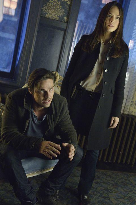 Cat (Kristin Kreuk, r.) und Vincent (Jay Ryan, l.) sind sich nicht sicher, ob sie Alex mit der Wahrheit über seine Vergangenheit trauen können ... - Bildquelle: 2013 The CW Network. All Rights Reserved.