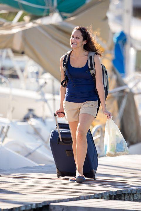 Gemeinsam mit ihrem Mann und weiteren Personen macht Kelley (Jess Brown) auf den Bahamas einen Segeltrip - doch diesen wird sie nicht überleben ... - Bildquelle: Craig Lenihan Cineflix 2013
