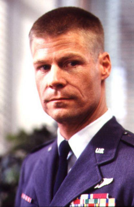 Jetzt hofft Captain Owen Crawford (Joel Gretsch) auf Sallys Sohn Jacob, der überirdische Kräfte zu haben scheint ... - Bildquelle: TM &   DREAMWORKS LLC.All Rights Reserved