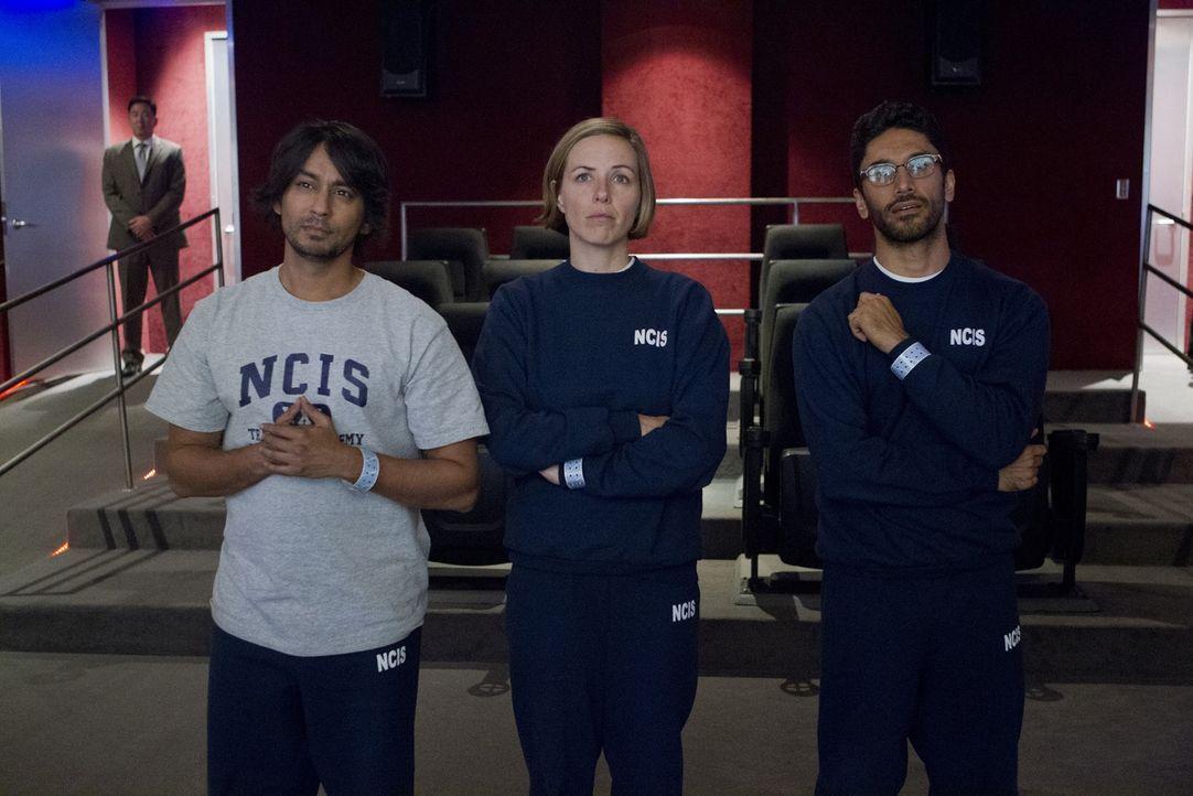 Das Team hofft, mit Hilfe von Ajay (Vik Sahay, l.), Heidi (Erin Allin O'Reilly, M.) und Kevin (Ethan Rains, r.) einen neuen Fall lösen zu können ... - Bildquelle: CBS Television