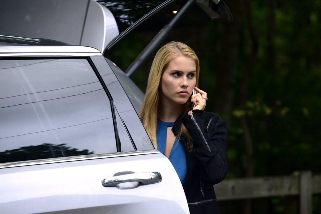 Als Rebekah (Claire Holt) erfährt, dass ihre Mutter ihren Aufenthaltsort herausgefunden hat, muss sie zusammen mit ihrer Nichte flüchten ... - Bildquelle: Warner Bros. Television