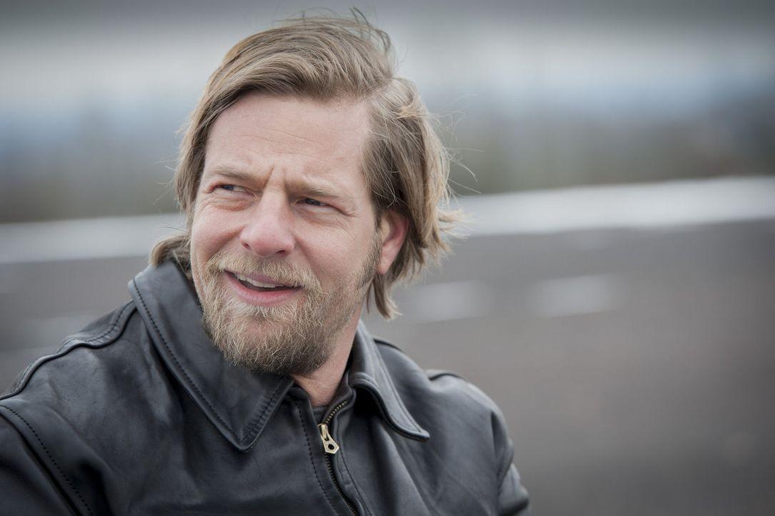 Lässt sie niemals unterkriegen: Mick (Henning Baum) ... - Bildquelle: Martin Rottenkolber SAT.1