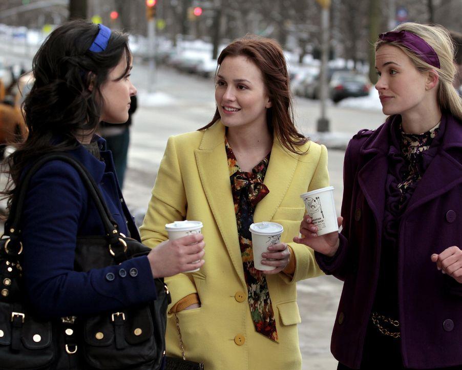 Um Serenas Beziehung zu schützen, stellt Blair (Leighton Meester, M.) Jenny auf Gossip Girl bloß ... - Bildquelle: Warner Bros. Television