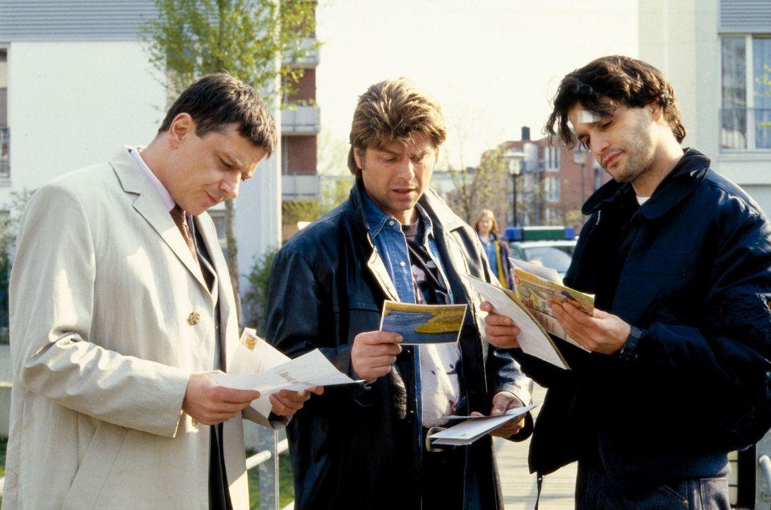 Die Kommissare (v.l.n.r.) Taube (Christian M. Goebel), Jupp (Uwe Fellensiek) und Gino (Luca Zamperoni) suchen im Wohngebiet der ermordeten Simone Bo... - Bildquelle: Dobrivoie Kerpenisan Sat.1