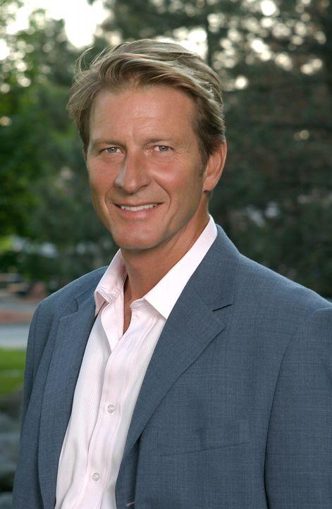 Dr. David Harris ( Brett Cullen) hat eine sehr gut gehende Zahnarztpraxis und eine ebenso erfolgreiche Frau. Eines Tages stellt er eine neue Arzthel... - Bildquelle: 2004 Sony Pictures Television Inc. All Rights Reserved.