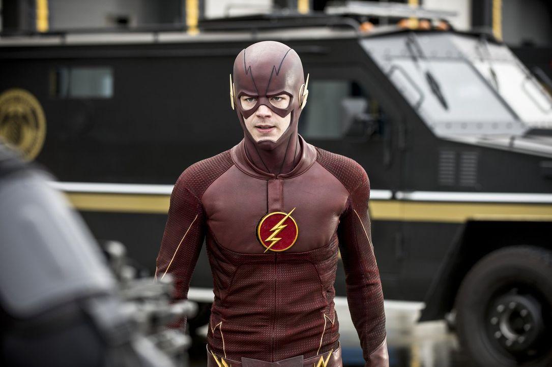 Barry alias The Flash (Grant Gustin) muss nicht nur gegen einen unglaublichen Gorilla kämpfen, sondern gleichzeitig auch um das Vertrauen einer geli... - Bildquelle: Warner Brothers.