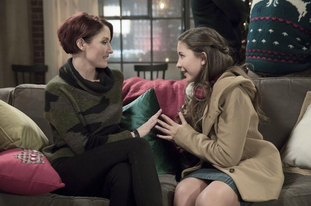Die Freundschaft zwischen Alex (Chyler Leigh, l.) und Ruby (Emma Tremblay, r.) festigt sich weiter. Unterdessen hat Kara damit zu kämpfen, wie glück... - Bildquelle: 2017 Warner Bros.