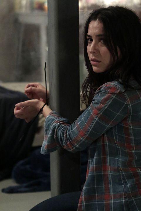 Weiß nicht, dass die Gangster das Bordell mitsamt allen Frauen abfackeln wollen: Zapata (Audrey Esparza) ... - Bildquelle: Warner Brothers