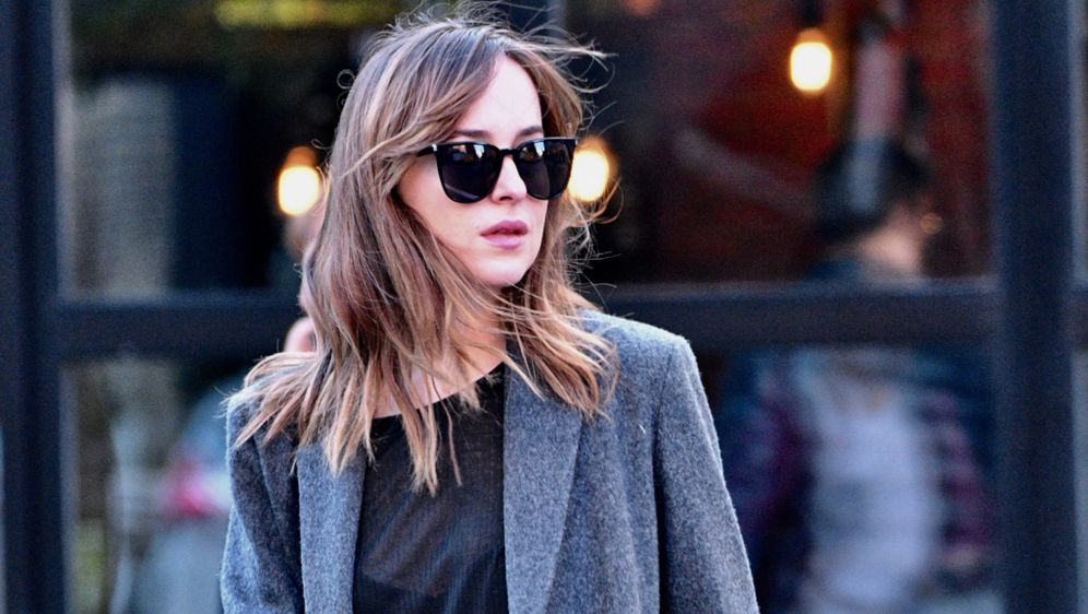 Fifty shades of grey 2 star dakota johnson irre for What is the sequel to fifty shades of grey