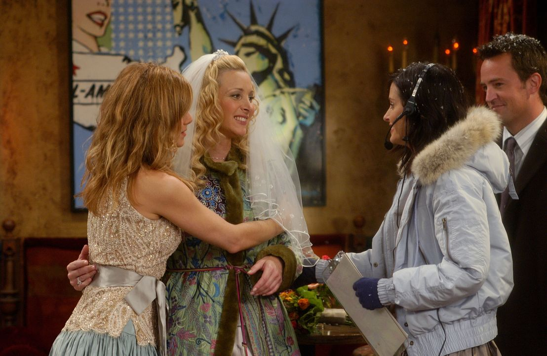 Monicas (Courteney Cox, 2.v.r.) Organisationstalent als Hochzeitsplanerin geht Phoebe (Lisa Kudrow, 2.v.l.) so auf die Nerven, dass sie ihre Freundi... - Bildquelle: 2003 Warner Brothers International Television