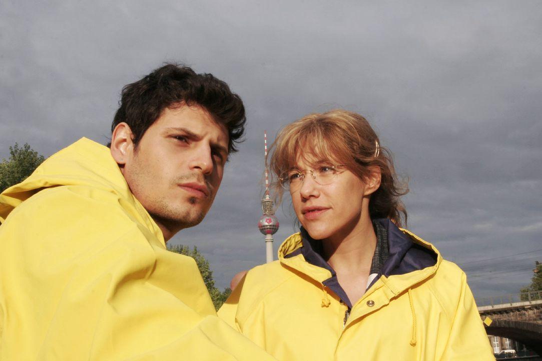 Bei ihrem gemeinsamen Ausflug gelingt es Lisa (Alexandra Neldel, r.) nicht, an Rokko (Manuel Cortez, l.) heranzukommen. (Dieses Foto von Alexandra N... - Bildquelle: Noreen Flynn Sat.1