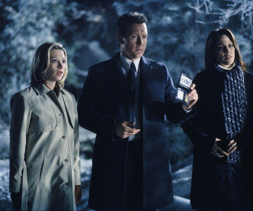 (v.l.n.r.) Leyla Harrison (Jolie Jenkins), Doggett (Robert Patrick) und Reyes (Annabeth Gish) haben sich nach Pennsylvania begeben, um dort mysteriö... - Bildquelle: TM +   Twentieth Century Fox Film Corporation. All Rights Reserved.