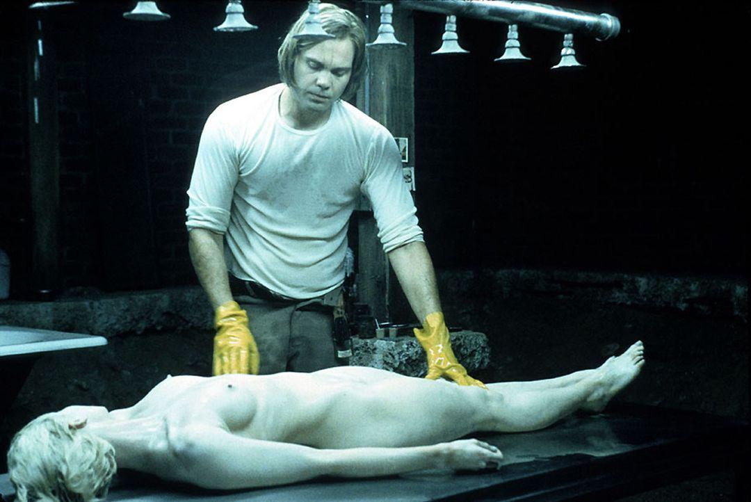 Immer wieder entführt der Psychopath Carl Stargher (Vincent D'Onofrio) junge Frauen, die er erst stundenlang in einer Glaszelle foltert, bevor er si... - Bildquelle: Kinowelt Filmverleih