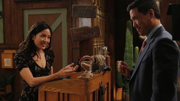 Als Jessica (Constance Wu, l.) und Louis (Randall Park, r.) im Internet über...