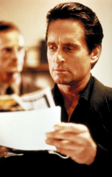 Nick Curran (Michael Douglas) ist ein Cop mit vielen Problemen. Eines Tages aber taucht ein echtes Problem auf: die aufreizende Schriftstellerin Cat... - Bildquelle: 1992 Carolco Pictures Inc. and Le Studio Canal+ S.A. All Rights Reserved.