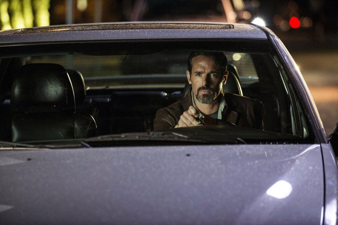 Ist Roger (Jeffrey Pierce) wirklich in seinem Auto bei der Explosion gestorben? - Bildquelle: Warner Bros. Entertainment, Inc