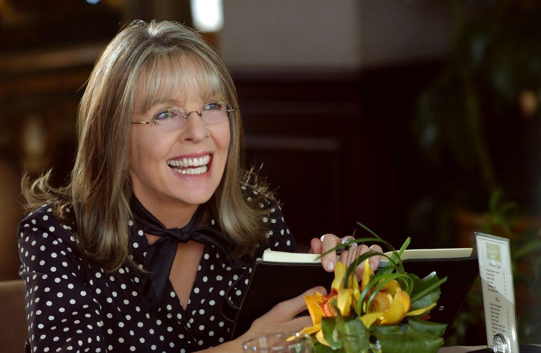 Daphne Wilder (Diane Keaton) ist die quirlige Mutter dreier Töchter, von denen zwei bereits unter der Haube sind. Doch bei ihrer Jüngsten ist weit... - Bildquelle: Warner Brothers