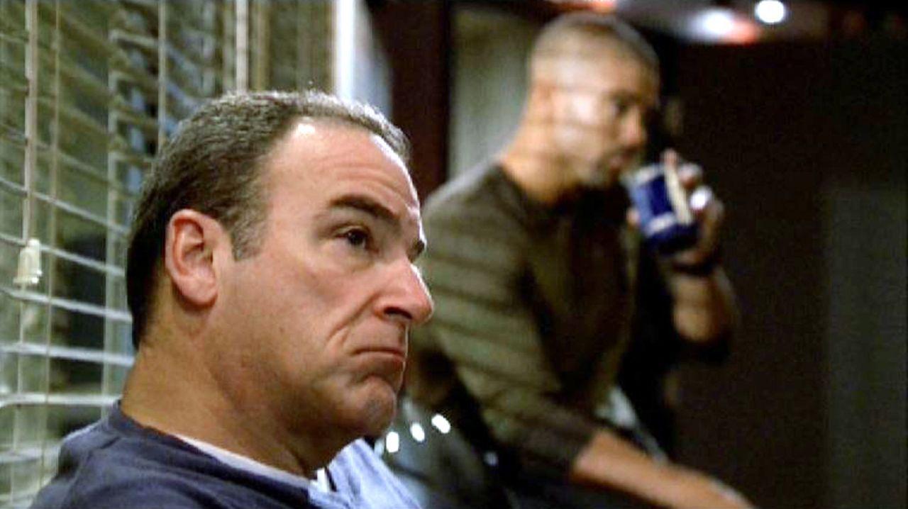 Die Special Agents Jason Gideon (Mandy Patinkin, l.) und Derek Morgan (Shemar Moore, r.) ermitteln einen traumatisierten Soldaten als möglichen Mö... - Bildquelle: Touchstone Television