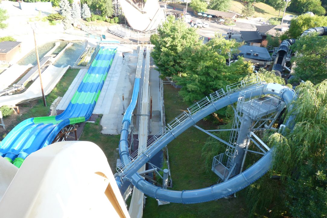 In der Wasserrutsche Scorpion's Tail im Noah's Ark Waterpark in Wisconsin erreicht man eine Geschwindigkeit von knapp 60 km/h ... - Bildquelle: 2014,Great American Country/Scripps Networks, LLC. All Rights Reserved.