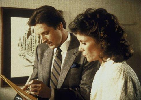 Agentin mit Herz - Um Lees (Bruce Boxleitner, l.) Onkel in einer aussichtslos...