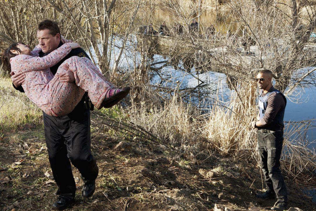 Das BAU-Team um Morgan (Shemar Moore, r.) konnte gerade rechtzeitig Molly Grandin (Rachel Miner, l.) vor dem sicheren Tod retten ... - Bildquelle: ABC Studios