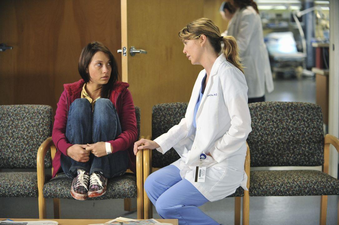 Nach einem schweren Autounfall ihrer Familie, muss Lily (Stella Maeve, l.) die schwerste Entscheidung ihres Lebens treffen. Meredith (Ellen Pompeo,... - Bildquelle: ABC Studios