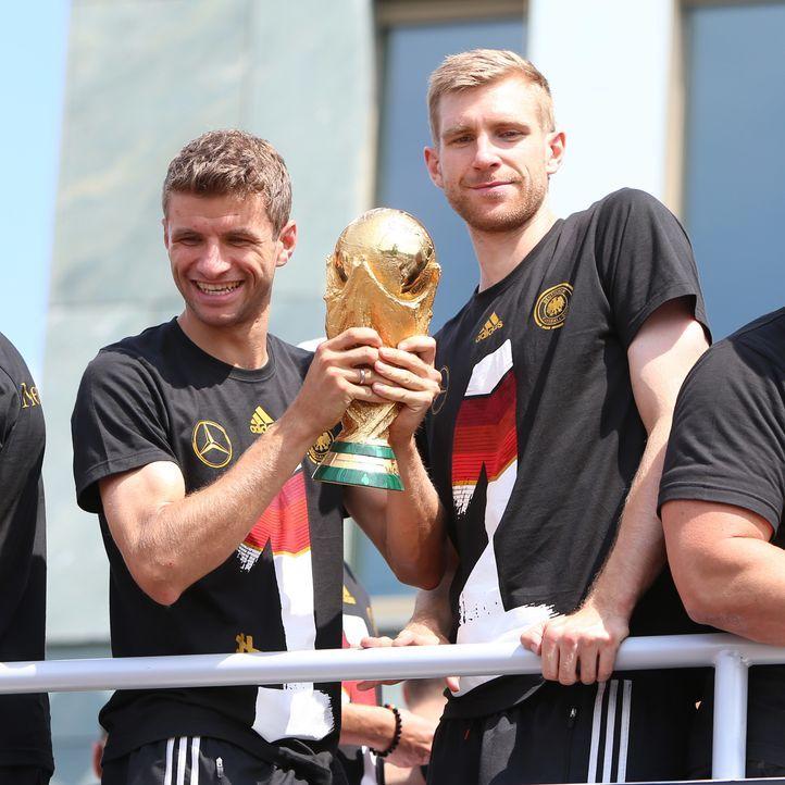 Weltmeister 2014: Die TOP15 Bilder von der Fanmeile in Berlin: Platz2 - Bildquelle: WENN