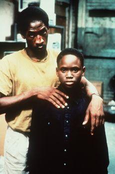 South Central - In den Straßen von L. A. - Bobby (Glenn Plummer, l.) will aus...