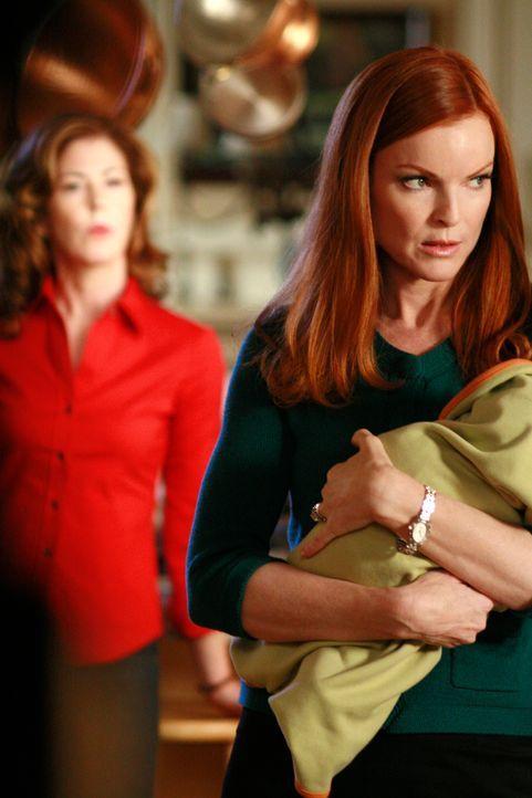 Während der Tornado Kurs auf die Wisteria Lane hält, kommt bei Bree zu Hause einiges ans Licht: Bree (Marcia Cross, r.) und Katherine (Dana Delany,... - Bildquelle: ABC Studios