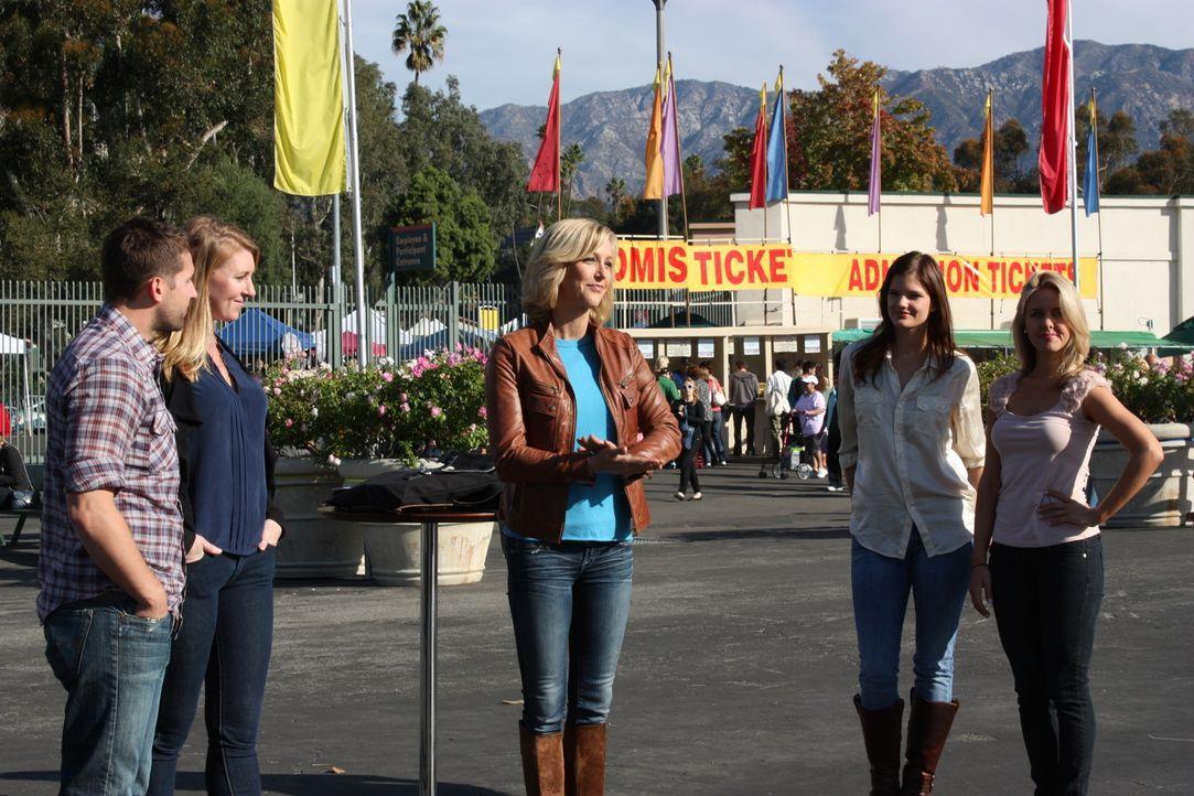 """Bei """"Die Flohmarkt Challenge"""" lässt Lara Spencer (M.) zwei Teams gegeneinander antreten. Ihre Aufgabe: auf einem Flohmarkt Gegenstände kaufen und di... - Bildquelle: 2012, HGTV/ Scripps Networks, LLC. All Rights Reserved."""