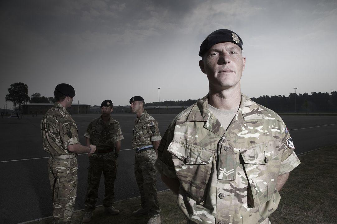 """Jeder Einsatz kann sie das Leben kosten! """"Bomb Squad"""" begleitet die Arbeit von Bombenentschärfungsteams in Afghanistan: Tony ... - Bildquelle: Richard Ansett BBC"""