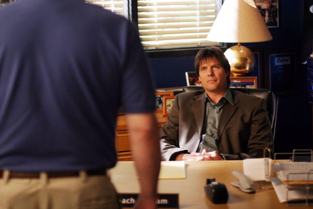 Dan (Paul Johansson, r.) übernimmt die Vertretung von Trainer Whitey (Barry Corbin, l.), der sich einer Augenoperation unterziehen muss ... - Bildquelle: Warner Bros. Pictures