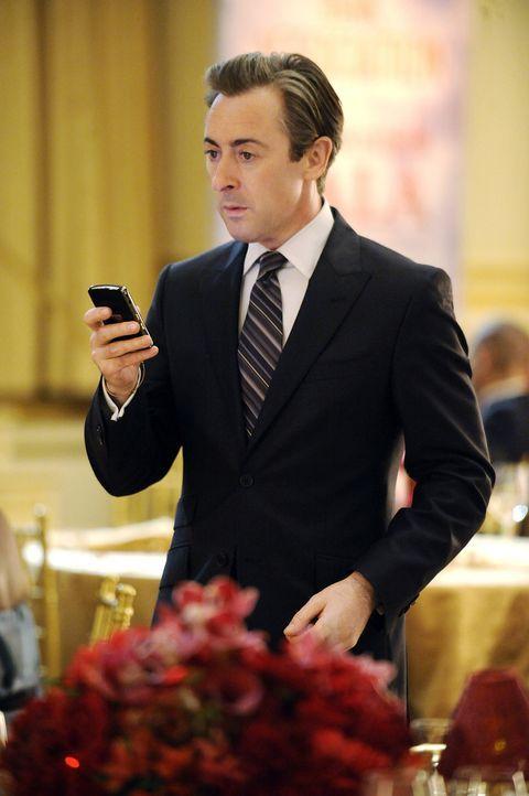 Bekommt eine äußerst überraschende Nachricht: Eli (Alan Cumming) - Bildquelle: CBS Broadcasting Inc. All Rights Reserved