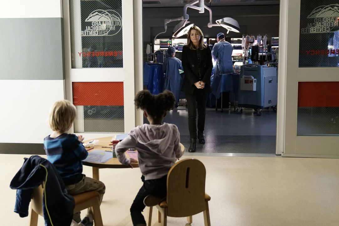 Durch Richards neue Methode für mehr und vor allem persönlichere Patientenbindung verfällt Meredith (Ellen Pompeo) während einer Operation in Trance... - Bildquelle: Michael Desmond 2016 American Broadcasting Companies, Inc. All rights reserved.