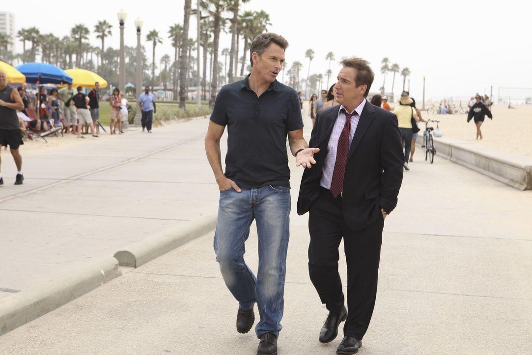 Nach alledem was geschehen ist, sucht Pete (Tim Daly, l.) Rat bei Sheldon (Brian Benben, r.) ... - Bildquelle: ABC Studios
