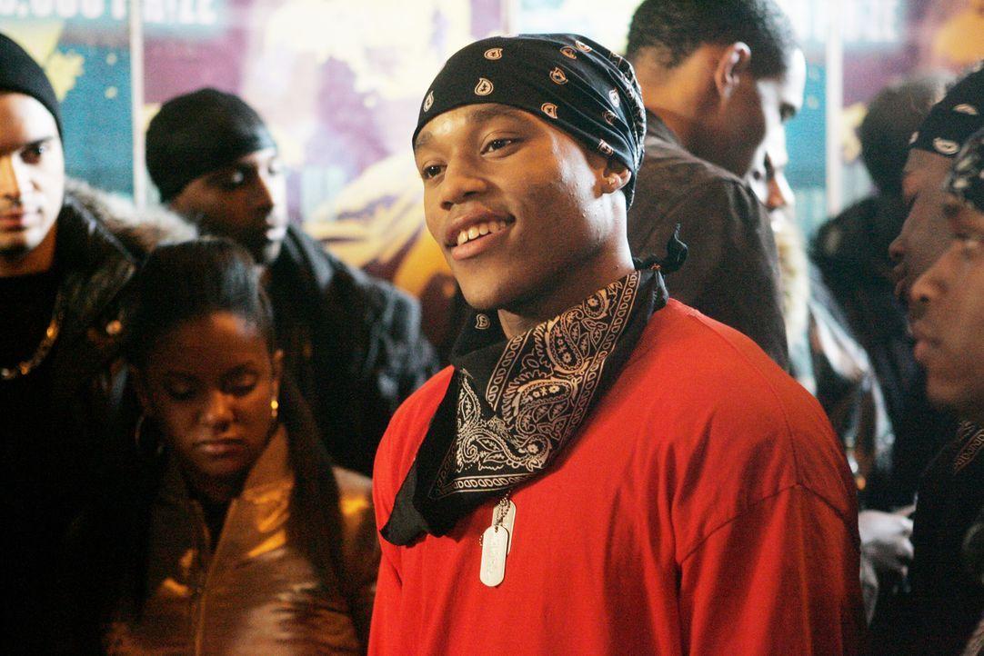 Bishop (Dwain Murphy) ist einer der Jugendlichen, die Raya belächeln, bis er merkt, wie begabt sie ist ... - Bildquelle: Paramount Pictures